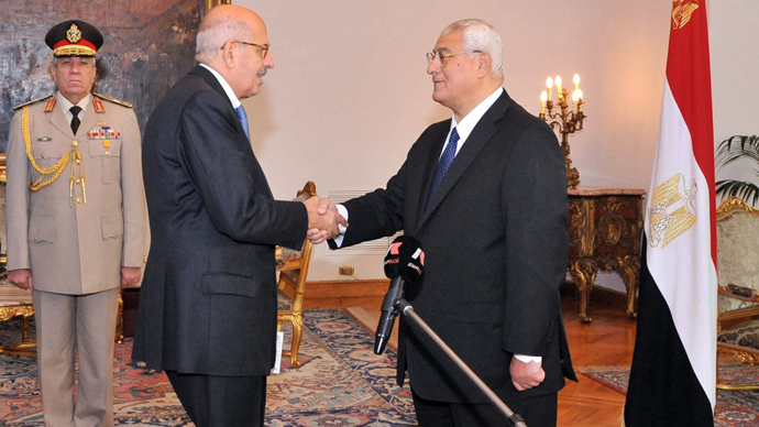 A handout picture released by the Egyptian Presidency shows Egyptian leader Mohamed ElBaradei (C) being sworn in as Egypt's interim vice president for foreign relations, in front of Egypt's interim president Adly Mansour (R), in Cairo on July 14, 2013 (AFP Photo)