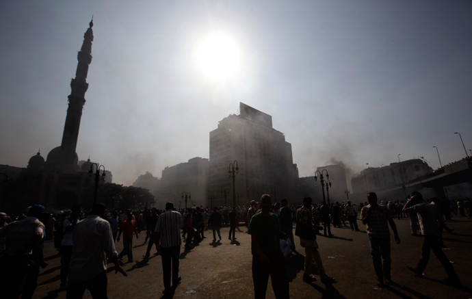 Smoke rises over Ramses Square as members of the Muslim Brotherhood and supporters of ousted Egyptian President Mohamed Mursi protest in front of Azbkya police station in Cairo, August 16, 2013 (Reuters / Amr Abdallah Dalsh)