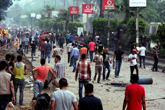 Residents clash with Muslim Brotherhood members and Egyptian President Mohamed Morsi supporters outside Cairo University on July 3, 2013 in Cairo. (AFP Photo)