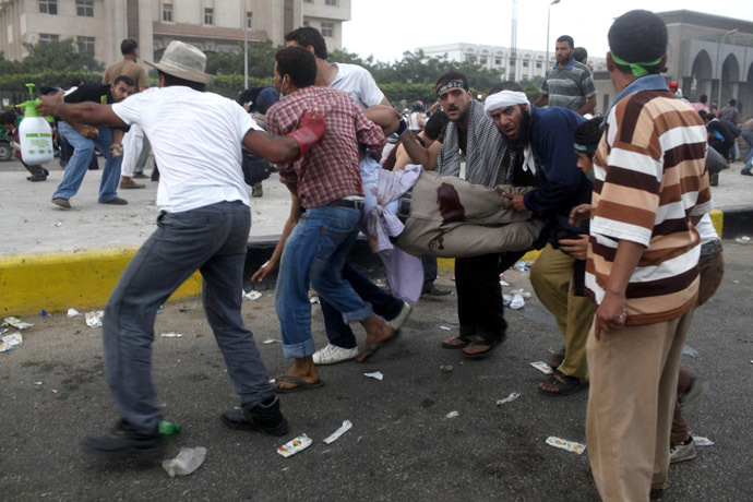 Members of the Muslim Brotherhood and supporters of deposed Egyptian President Mohamed Mursi carry an injured protester injured during clashes with the police in Nasr city area, east of Cairo July 27, 2013. (Reuters/Asmaa Waguih)