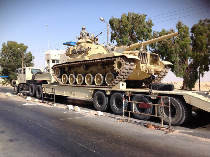 An Egyptian military tank is deployed in the northern Sinai town of Al-Arish on July 16, 2013 (AFP Photo / Str)
