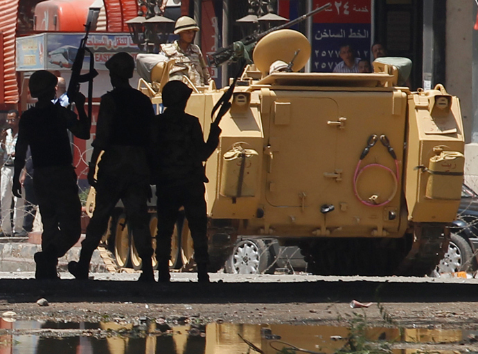 Soldiers move into position by an armoured personnel carrier (APC) near the al-Fath mosque on Ramses Square in Cairo August 17, 2013 (Reutrers)