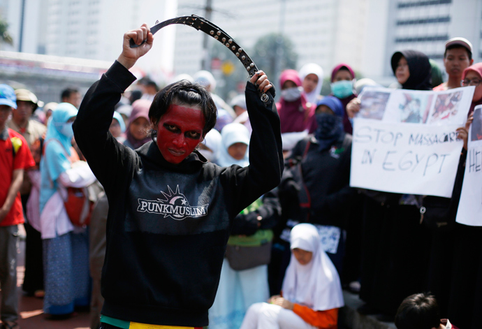 An Indonesian Muslim youth takes part in a protest against the Egyptian government's crackdown on supporters of Egypt's ousted President Mohamed Mursi, in Jakarta August 15, 2013 (Reuters / Beawiharta)