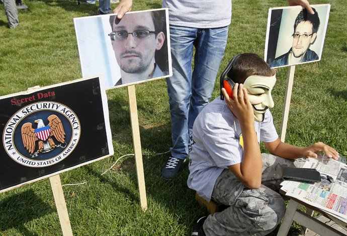 Activists from the Internet Party of Ukraine perform during a rally supporting Edward Snowden, a former contractor at the National Security Agency (NSA), in front of U.S. embassy, in Kiev June 27, 2013. (Reuters)