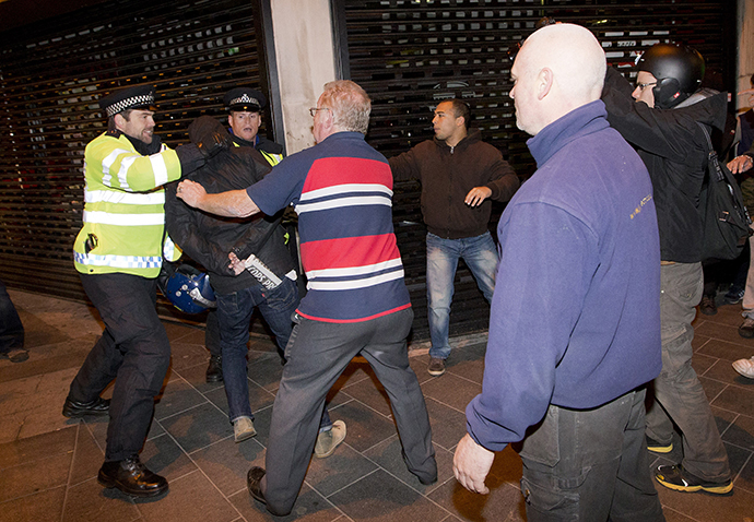 Police clash with people in London (AFP Photo / Justin Tallis)