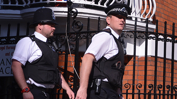 UK police officers in hot water for strip searching drunk woman, leaving her naked in cell