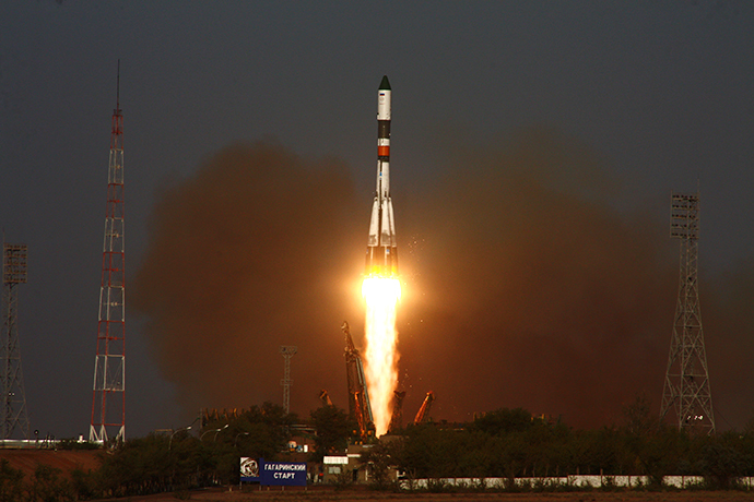 The Soyuz-U rocket and the Progress M-12M cargo spacecraft are launched from Baikonur Cosmodrome on August 24, 2011. (RIA Novosti / Oleg Urusov)