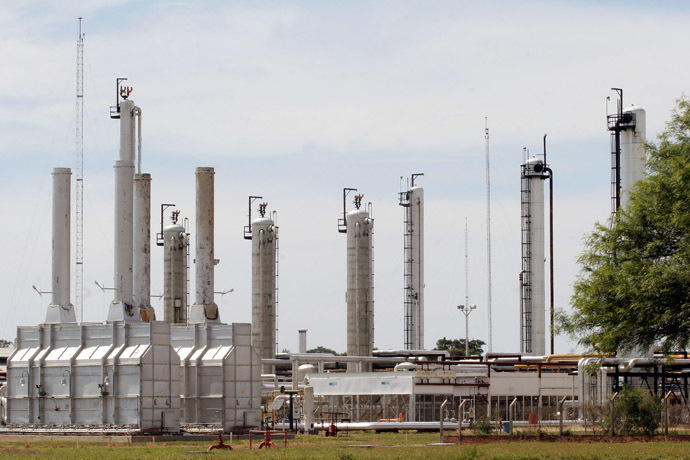 Picture of the Spanish Repsol YPF gas and oil refinery in Rio Grande, 80 km from Santa Cruz, Bolivia (AFP Photo)