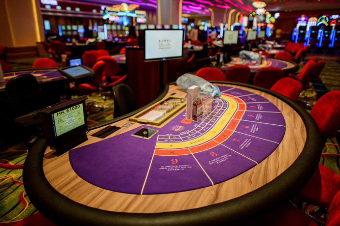 This picture taken on September 19, 2012 shows the interior of the new Cotai Sands casino in Macau. (AFP Photo)