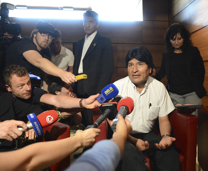 Bolivian President Evo Morales talks to journalists on July 3, 2013 at the airport of Schwechat, near Vienna. (AFP Photo/Helmut Fohringer)