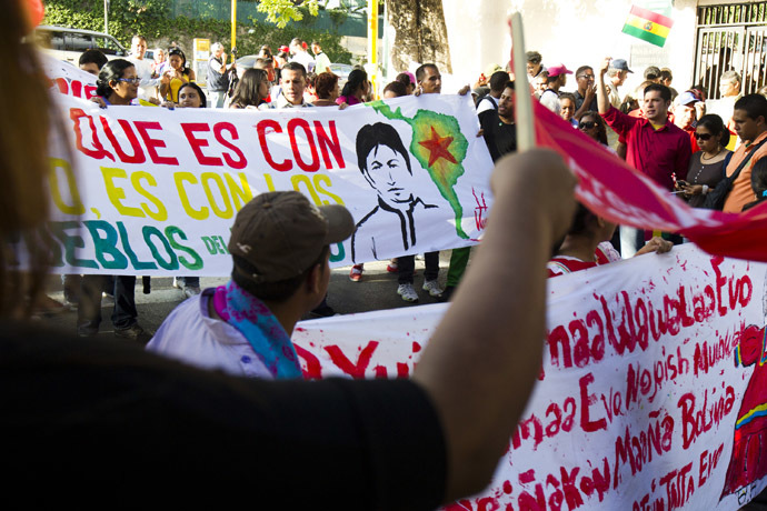 Supporters of Bolivia's President Evo Morales shout slogans in front of the Bolivian embassy in Caracas, July 3, 2013. (Reuters/Carlos Garcia Rawlins)