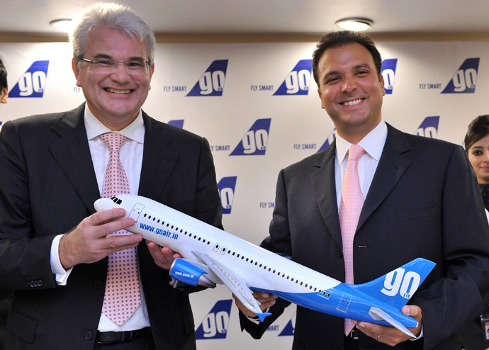 Indian budget carrier 'GoAir' CEO Giorgio Di Roni (L) and managing director Jeh Wadia pose with a model of an aircraft during a press conference in Mumbai (AFP Photo)