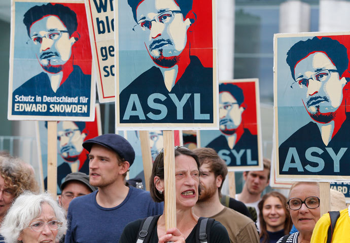 Demonstrators hold banner during protest rally in support of former U.S. spy agency NSA contractor Edward Snowden in Berlin July 4, 2013.(Reuters / Tobias Schwarz)