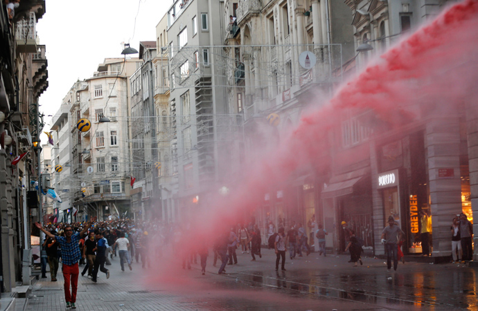Riot police use a water cannon to disperse demonstrators during a protest in central Istanbul July 6, 2013 (Reuters / Murad Sezer)