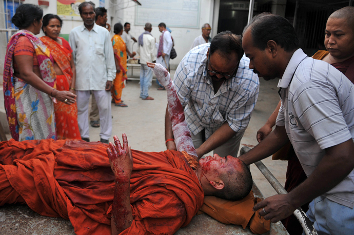 An injured Buddhist monk receives medical treatment following eight low-intensity serial blasts at the Bodh Gaya Buddhist temple complex, at a hospital in Gaya on July 7, 2013 (AFP Photo)