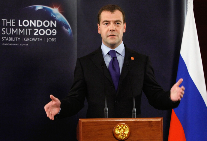 Dmitry Medvedev holds a press briefing in London on April 2, 2009 (AFP Photo / RIA Novosti / Kremlin Pool / Vladimir Rodionov)