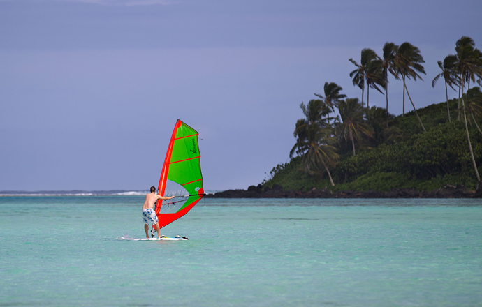 A tourist windsurfs at Muri beach on the Island of Rarotonga the largest island in the Cook Islands (AFP Photo / Marty Melville)