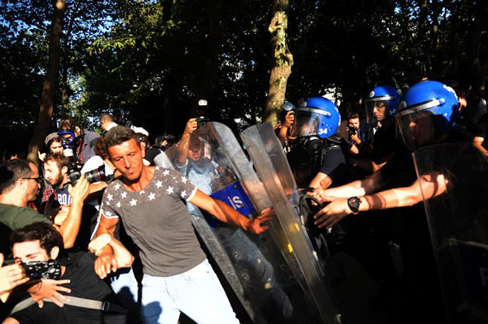 Turkish riot policemen push people out of Taksim Gezi Park on Istiklal Avenue in Istanbul on July 8, 2013. (AFP Photo / Bulent Kilic)