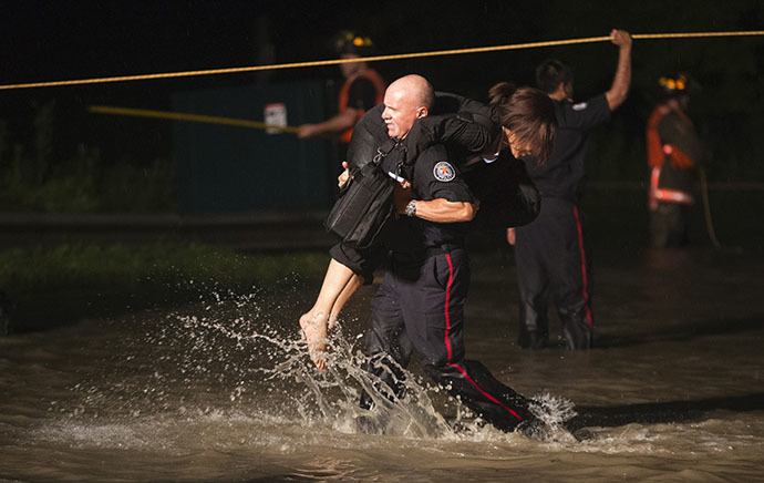 Severe thunderstorms leave Toronto underwater, 300K without power Rtx11h8q