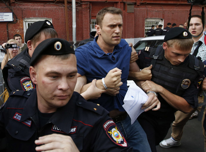 Policemen detain Russian opposition leader and anti-corruption blogger Alexei Navalny (C), after he visited the city's election commission office to submit documents to get registered as a mayoral election candidate, in Moscow July 10, 2013. (Reuters/Grigory Dukor)