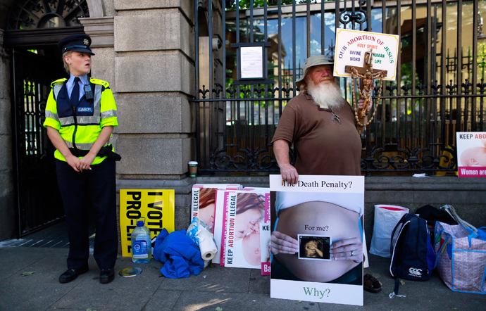 A Pro-Life campaigner demonstrates outside the Irish Parliament ahead of a vote to allow limited abortion in Ireland, Dublin July 10, 2013 (Reuters / Cathal McNaughton)