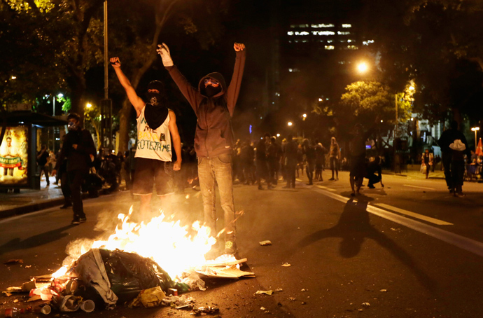"Demonstrators gesture during clashes with riot police during the ""National Day of Strikes, Stoppages and Protests"" in downtown of Rio de Janeiro July 11, 2013 (Reuters / Ricardo Moraes)"