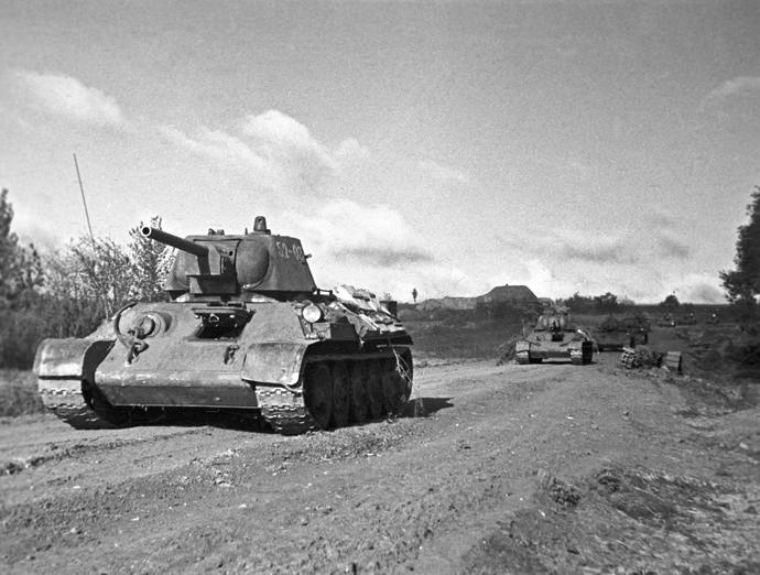 The Great Patriotic War of 1941-1945. Kursk salient. 1943. Soviet tanks on march (RIA Novosti / F. Levshin)