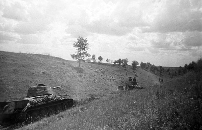 The Great Patriotic War. The Battle of Kursk, Voronezh Front. The Kursk Bulge, July 1943. Tanks performing reconnaissance. Belgorod direction (RIA Novosti / F. Levshin)