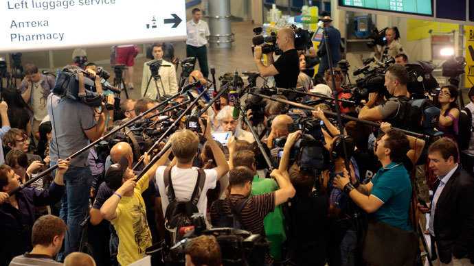 Russian lawyer Genri Reznik (C) speaks to journalists after arriving at Sheremetyevo airport in Moscow July 12, 2013.(Reuters / Tatyana Makeyeva)