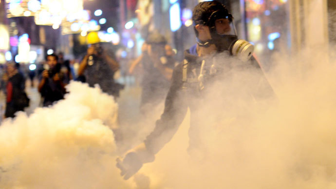 Turkish police fire tear gas, water cannon at Gezi Park protesters (PHOTOS)