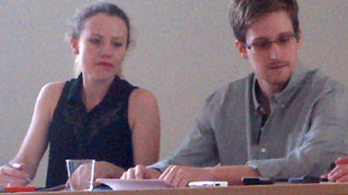 Picture released by Human Rights Watch shows US National Security Agency (NSA) fugitive leaker Edward Snowden (R) during a meeting with rights activists, with among them Sarah Harrison of WikiLeaks (L), at Moscow's Sheremetyevo airport, on July 12, 2013 (AFP Photo)