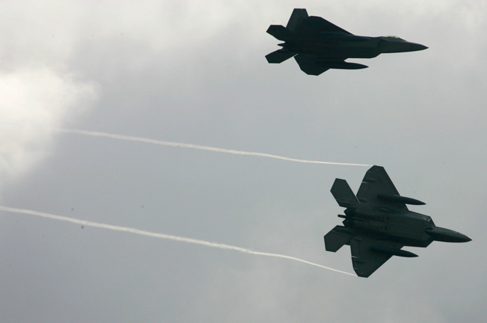 Two U.S. Air Force's F-22 Raptor (Reuters)