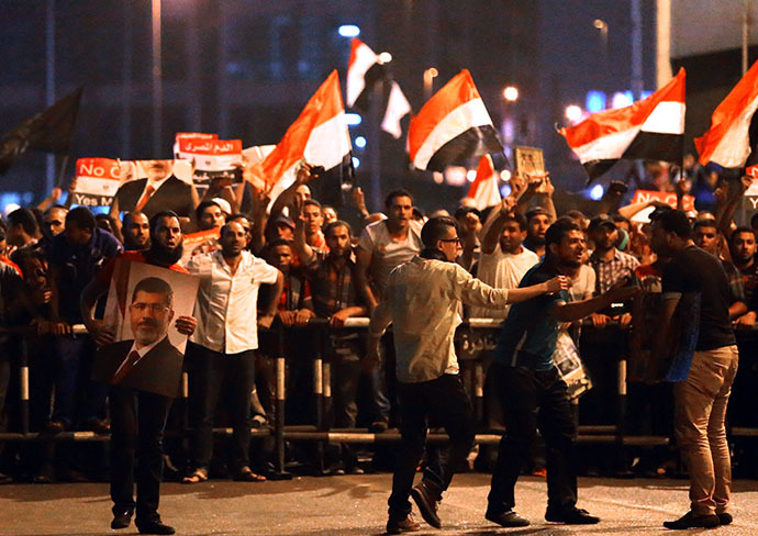 Egyptian supporters of the Muslim Brotherhood and of Egypt's ousted President Mohamed Morsi block on July 16, 2013 the Six October Bridge in the center of Cairo. (AFP Photo / Marwan Naamani)