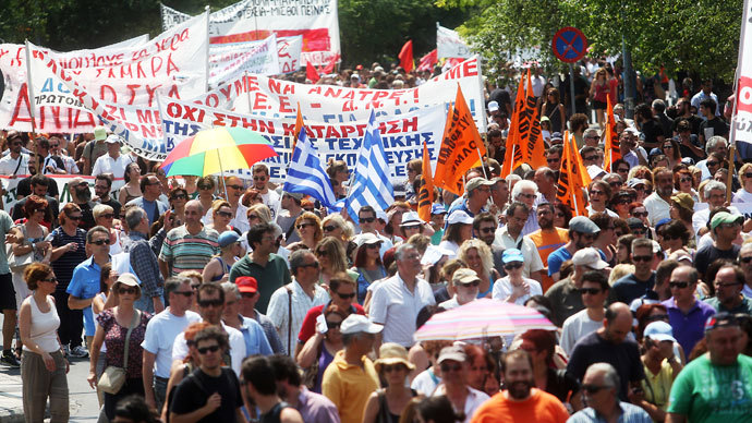 Protestors march during a general strike called by Greek public and private employee unions GSEE and ADEDY to protest against fresh austerity measures the government is imposing in order to keep receiving EU-IMF loansin Thessaloniki on July 16, 2013.(AFP Photo / Sakis Mitrolidis)