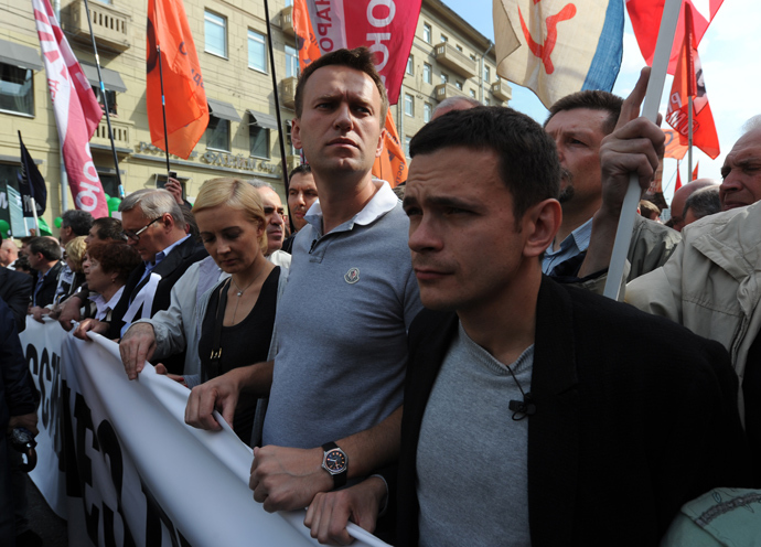 "Blogger Aleksey Navalny and member of the Federal Political Council Office of the ""Solidarity"" United Democratic Movement Ilya Yashin (left) during the March of millions from Bolshoi Yakimanka to Bolotnaya Square (RIA Novosti / Kirill Kallinikov)"