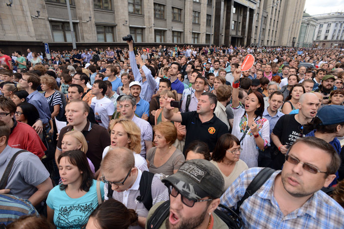 People crowd in front of the State Duma in central Moscow on July 18, 2013, protesting as opposition leader Alexei Navalny was sentenced to five years in a penal colony after finding him guilty of embezzlement in a timber deal. (AFP Photo/Alexei Kudriashov)