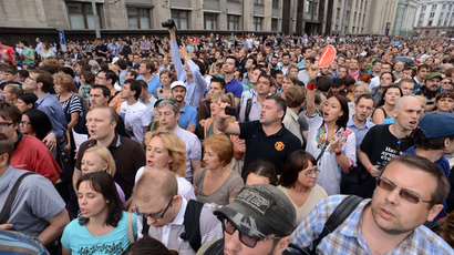 Thousands rally in support of opposition activist Navalny in Russia