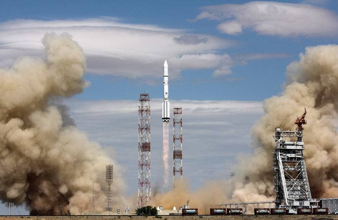 A Proton-M rocket, carrying a European SES-6 communications satellite, blasts off from the Russian leased Kazakhstan's Baikonur cosmodrome on June 3, 2013. (AFP Photo)