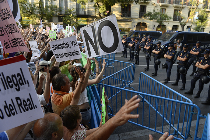 People protest against Spanish Prime Minister Mariano Rajoy on their way to the headquarters of the PP (Popular Party) in Madrid on July 18, 2013. (AFP Photo / Pierre-Philippe Marcou)