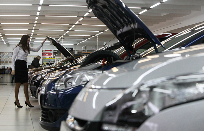 An employee works at a Renault cars sales and show room in Moscow (Reuters / Maxim Shemetov)