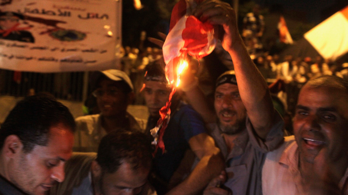 Egypt's army fires tear gas at pro-Morsi protesters near presidential palace