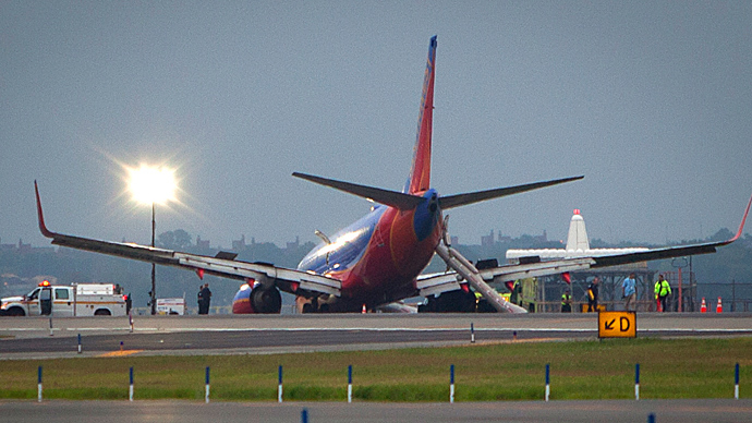 Southwest flight's landing gear collapses on landing at LaGuardia (PHOTOS)