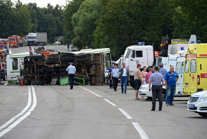 The site where a public transit bus en route from Podolsk to Kurkino collided with gravel-loaded KAMAZ truck. The road accident in Moscow's Troitsk Administrative Area led to numerous victims (RIA Novosti/Mikhail Voskresenskiy)