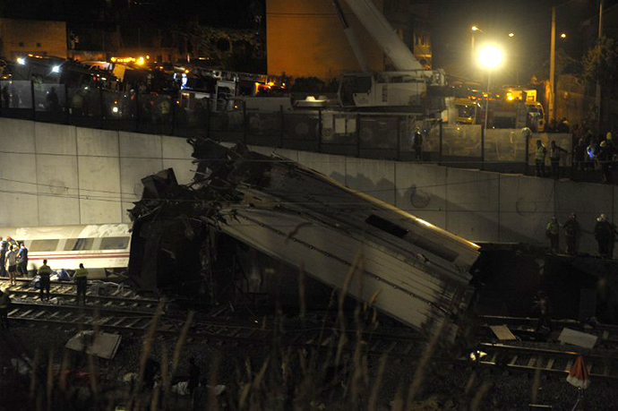 A picture taken on July 24, 2013 shows derailed cars on the site of a train accident near the city of Santiago de Compostela. (AFP Photo / Miguel Riopa)