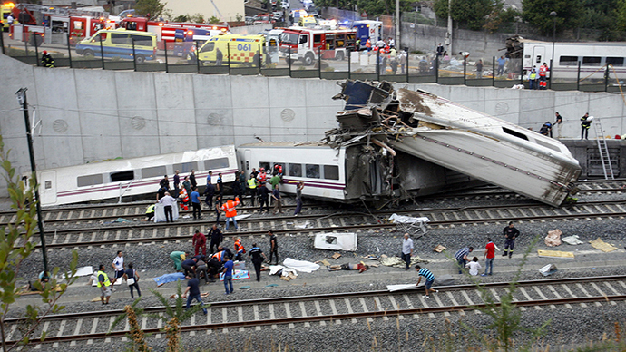 Rescue workers pull victims from a train crash near Santiago de Compostela, northwestern Spain, July 24, 2013. (Reuters)