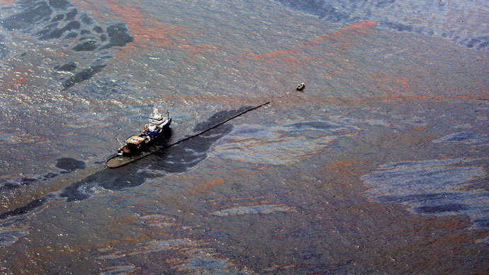 Oil floats on the surface of the Gulf of Mexico around a work boat at the site of the Deepwater Horizon oil spill in the Gulf of Mexico June 2, 2010.(Reuters / Sean Gardner)