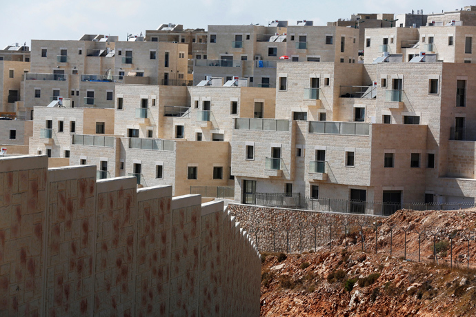 Houses are seen in the West Bank Jewish settlement of Har Gilo, near Jerusalem (Reuters / Baz Ratner)