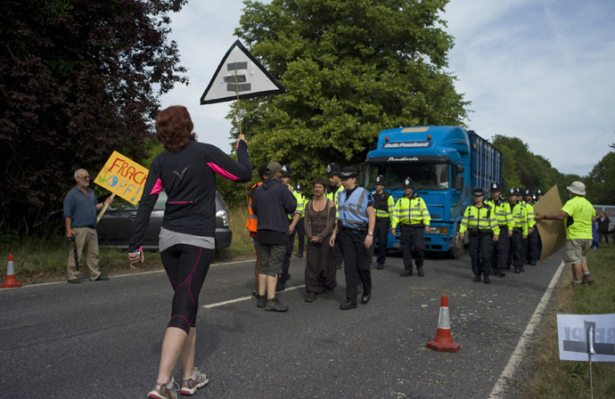 Demonstrators attempt to prevent lorries containing drilling equipment from entering a drilling site outside the village of Balcombe in southern England July 27, 2013. (Reuters/Kieran Doherty)