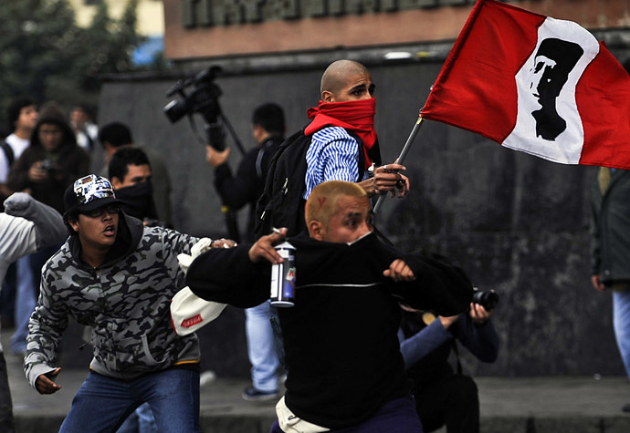 Demonstrators clash with riot police during a student and workers protest against the government, in Lima on July 27, 2013. (AFP Photo/Ernesto Benavides)