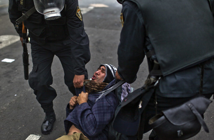A demonstrator is arrested by the police during a students and workers protest against the government, in Lima on July 27, 2013. (AFP Photo/Ernesto Benavides)